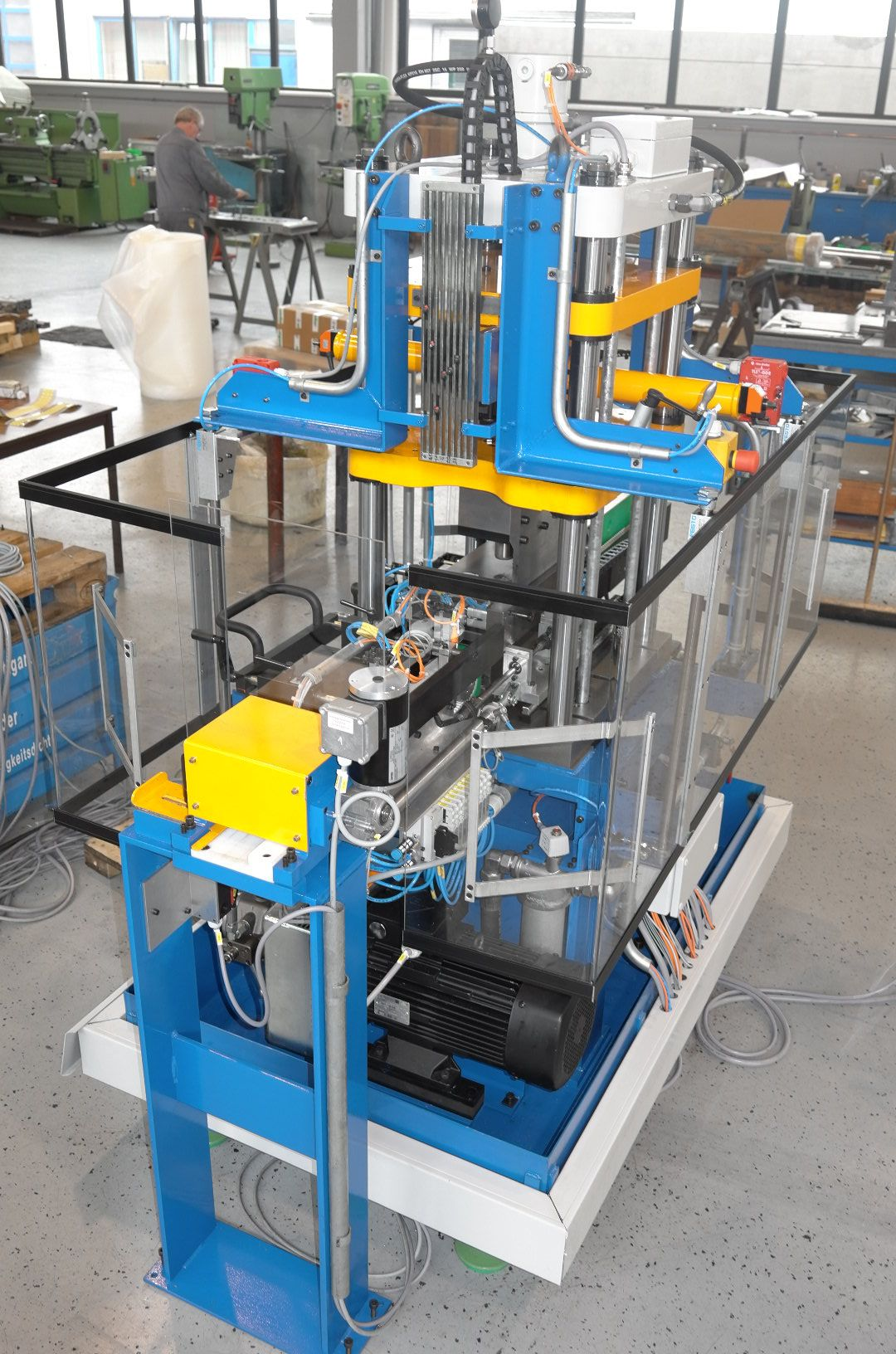 Bending press for metal fittings